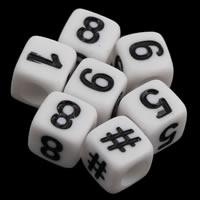 Anzahl Acrylkorn, Acryl, Würfel, mit einem Muster von Nummer & Volltonfarbe, weiß, 6x6mm, Bohrung:ca. 3mm, ca. 2750PCs/Tasche, verkauft von Tasche