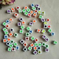 Chemische Wash Acryl Perlen, Würfel, chemische-Waschanlagen, gemischte Farben, 7mm, Bohrung:ca. 1mm, ca. 1800PCs/Tasche, verkauft von Tasche