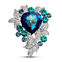 Kristall Brosche, Zinklegierung, mit Kristall, Blume, Platinfarbe platiniert, für Frau & facettierte & mit Strass, keine, frei von Nickel, Blei & Kadmium, 54x65mm, verkauft von PC